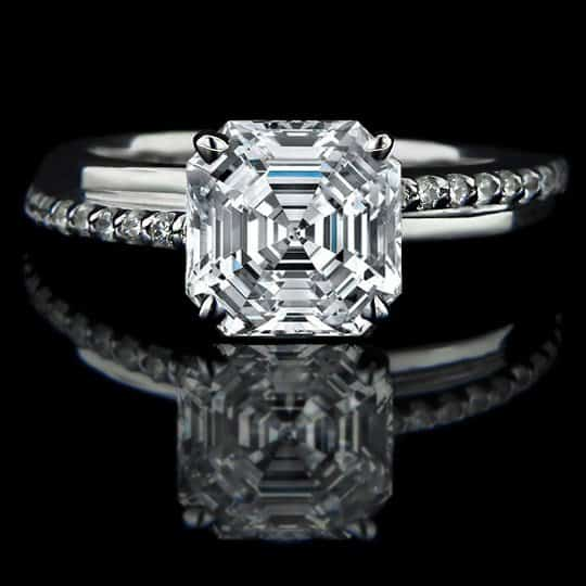 asscher cut diamnond ring