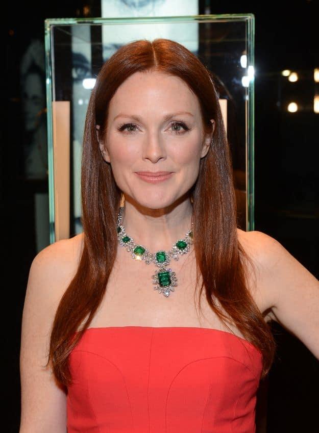 julianne-moore-wearing-emerald-jewelry
