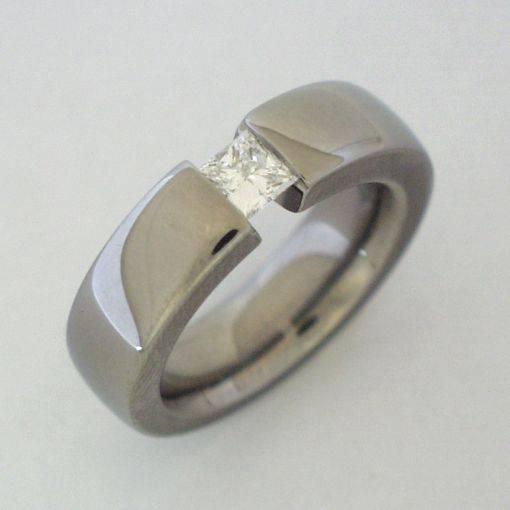 titanium_ring_flat___6mm_with_tension_set_gem
