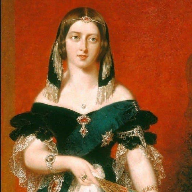 queen victoria wearing jewelry