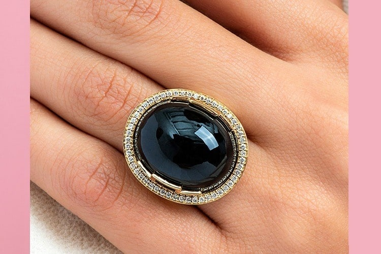 18K Yellow Gold Onyx Oval Cabochon And Diamond Ring