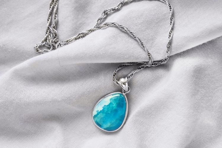 Best Blue Gemstones in Jewelry: Aquamarine necklace
