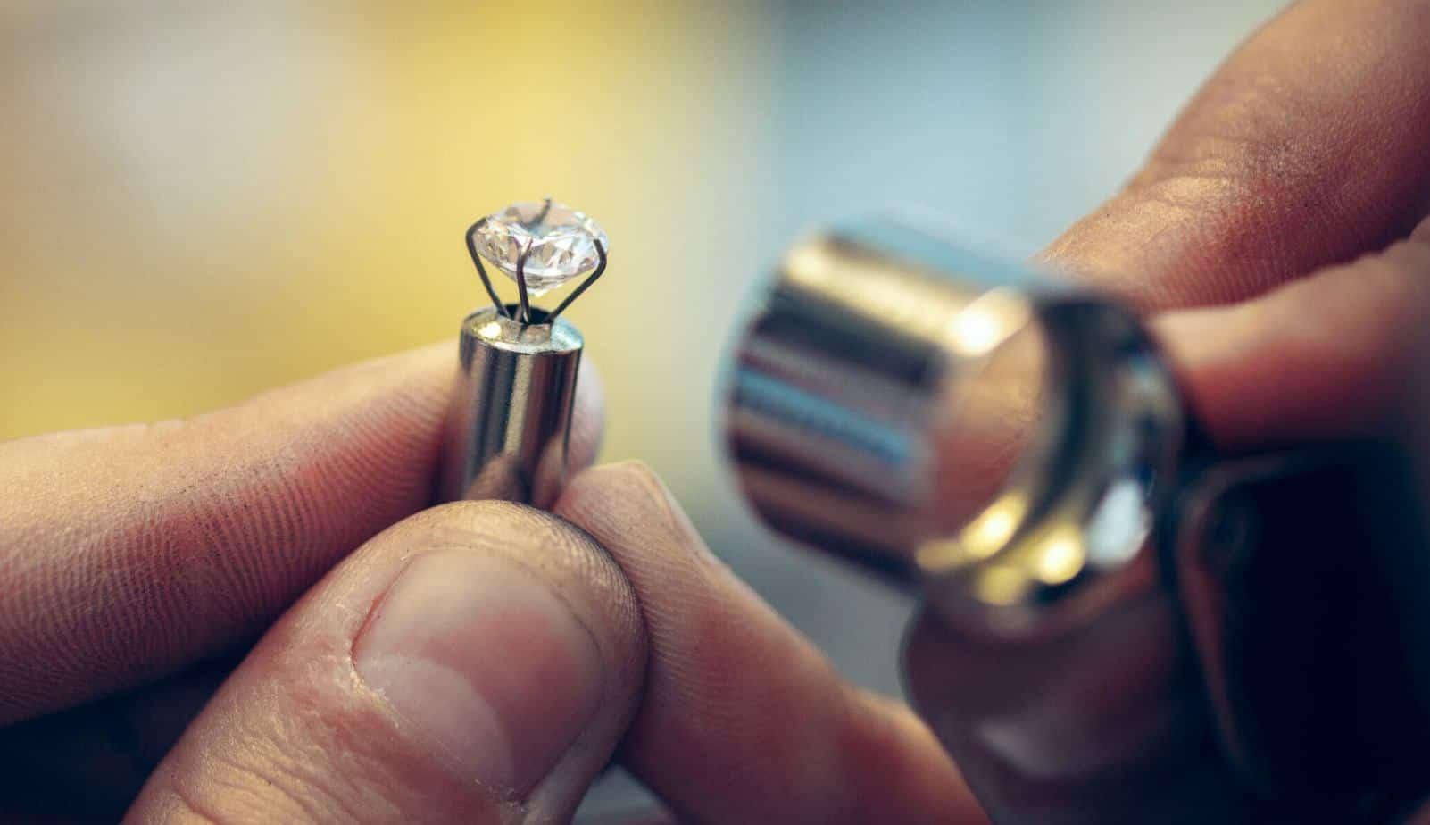 Moissanite vs White Sapphire rings